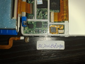 The first attempt at replacing the logic board with broken battery clip and serial number of the board. (May 2009)